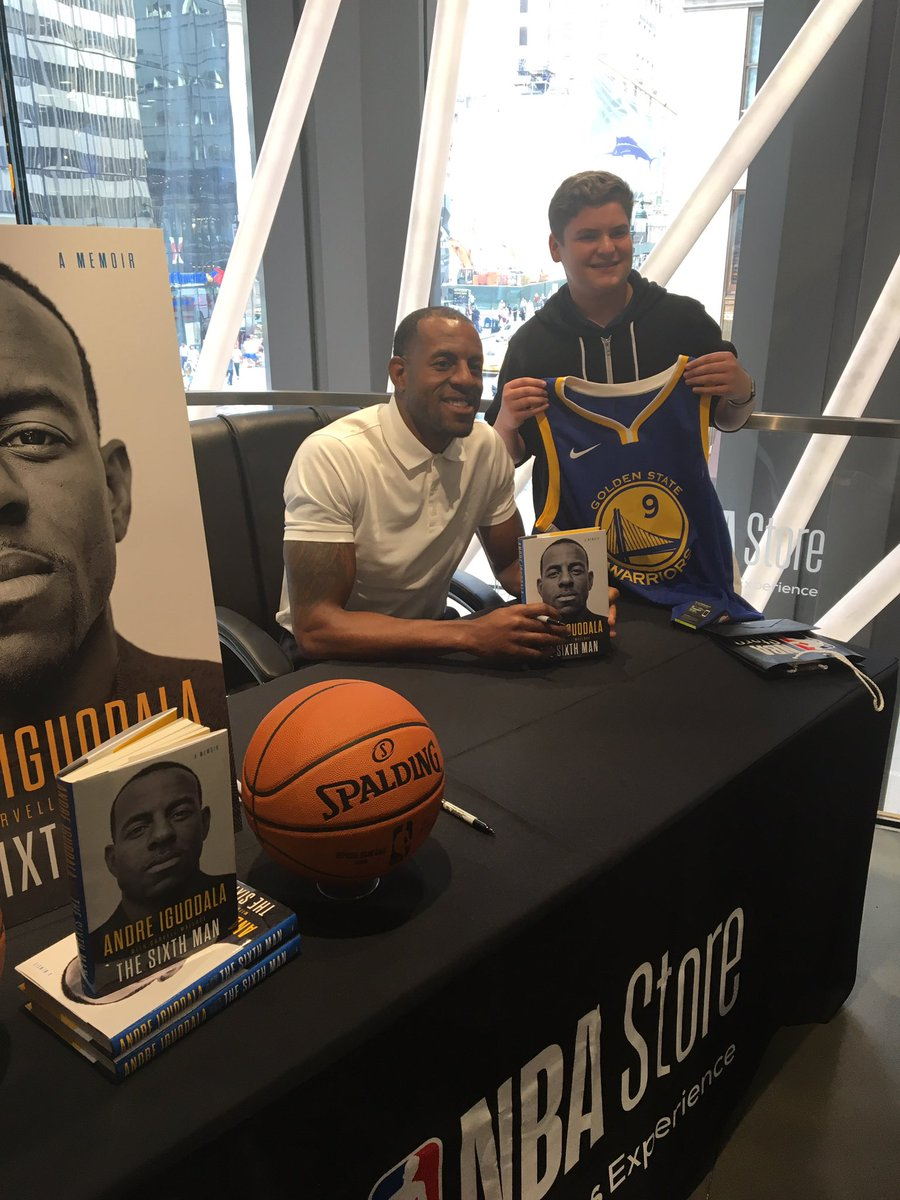 3x @nba Champion, @andre signing copies of his new book 'The Sixth Man' @NBASTORE NYC 🙌🏻