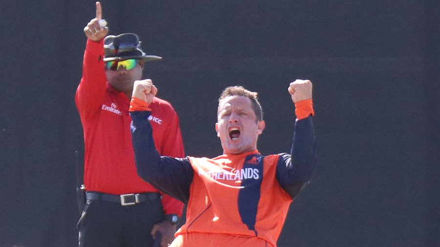 Zimbabwe clinch Super Over win to square T20I series in Netherlands  http:// dlvr.it/R7Gf0D     <br>http://pic.twitter.com/60cyw7dBSE