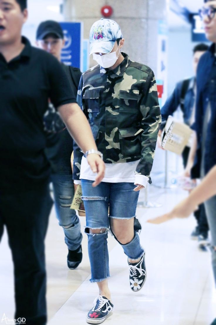 look at those shapely legs   #GDRAGON #kwonjiyong <br>http://pic.twitter.com/caxN2lNzlM