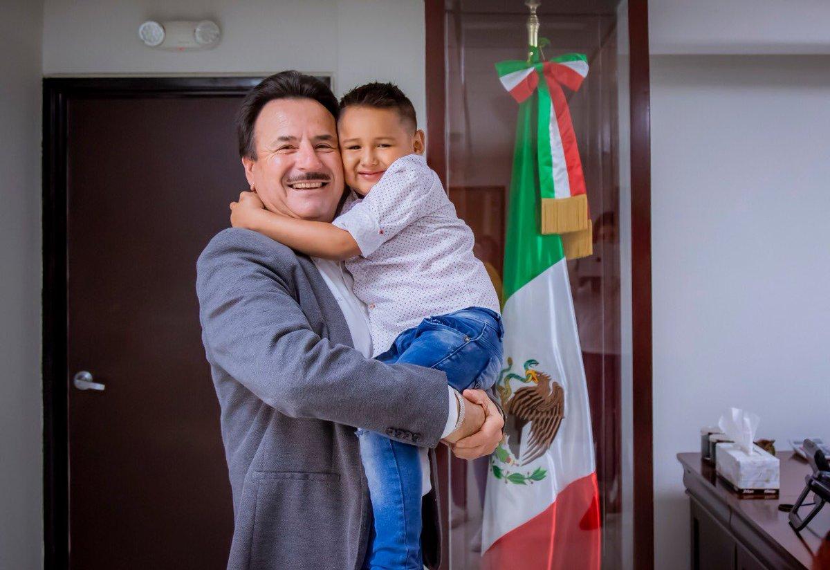 #SEPANTODOS  Agradezco a Giovanni Chávez, quien participó en Pequeños Gigantes  por su visita a nuestra oficina, gracias por poner el nombre de Tijuana en lo alto!! https://t.co/jFZt5qTLJb