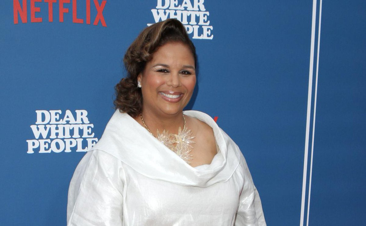 """#LivingSIngle creator and #DearWhitePeople showrunner #YvetteLeeBowser is developing a comedy series at Starz, centered on a group of best friends who """"live, work and play"""" in Harlem  https:// buff.ly/2xbfS9U    <br>http://pic.twitter.com/f6S8fMWLen"""