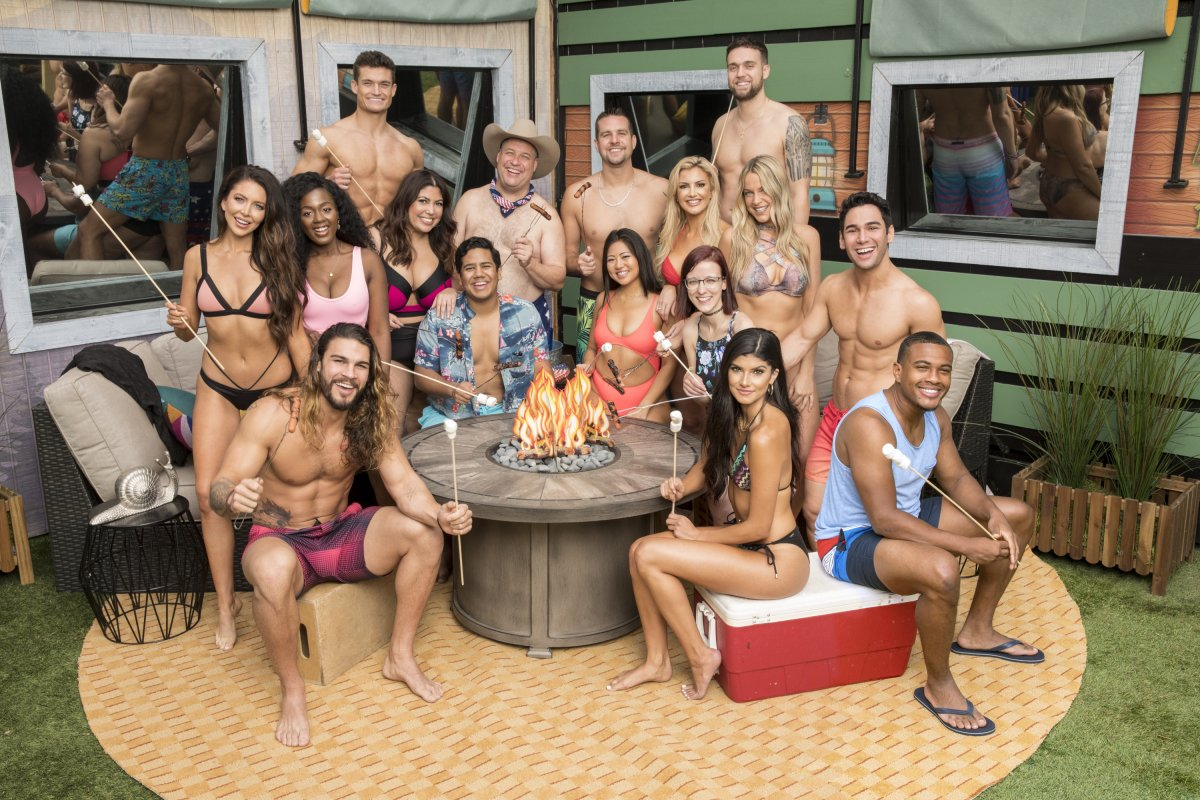 another group swimsuit shot - Tommy's got legs now, well one anyway #bb21<br>http://pic.twitter.com/jwQBl8yNIC