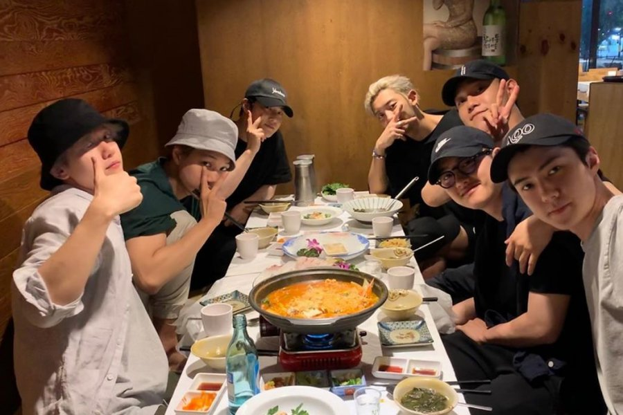 RT @soompi: #EXO Gets Together For Group Dinner Ahead Of #DO's Enlistment https://t.co/wdmv53vb1Z https://t.co/YGcnkgPPZQ