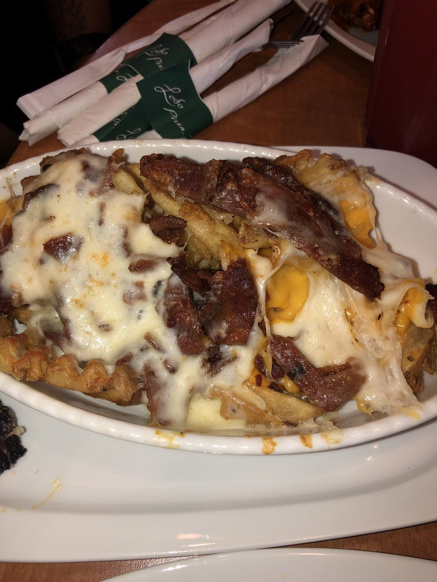 Hey @LedoPizza y'all bacon cheese fries got whole slices of bacon on em. What's going on? <br>http://pic.twitter.com/44iY9xxFsN