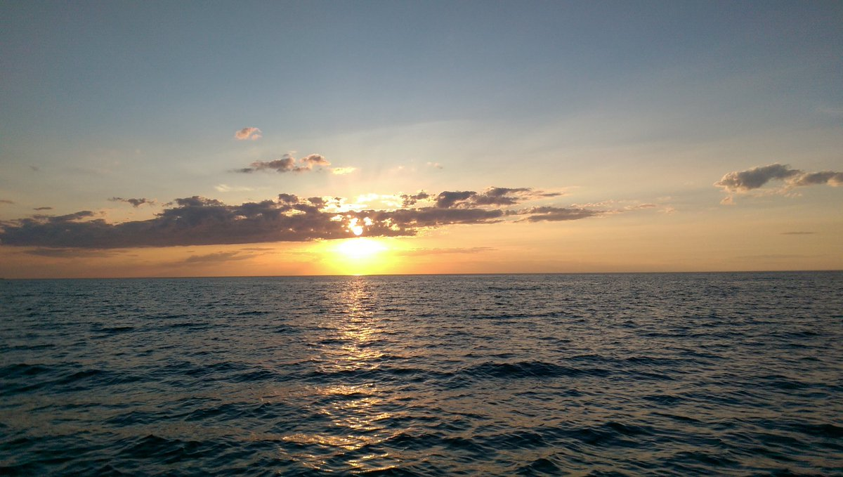 Who's out on the water tonight?  #boating #sunset #lovinglifeonthewater<br>http://pic.twitter.com/mJ4jJjD6fC