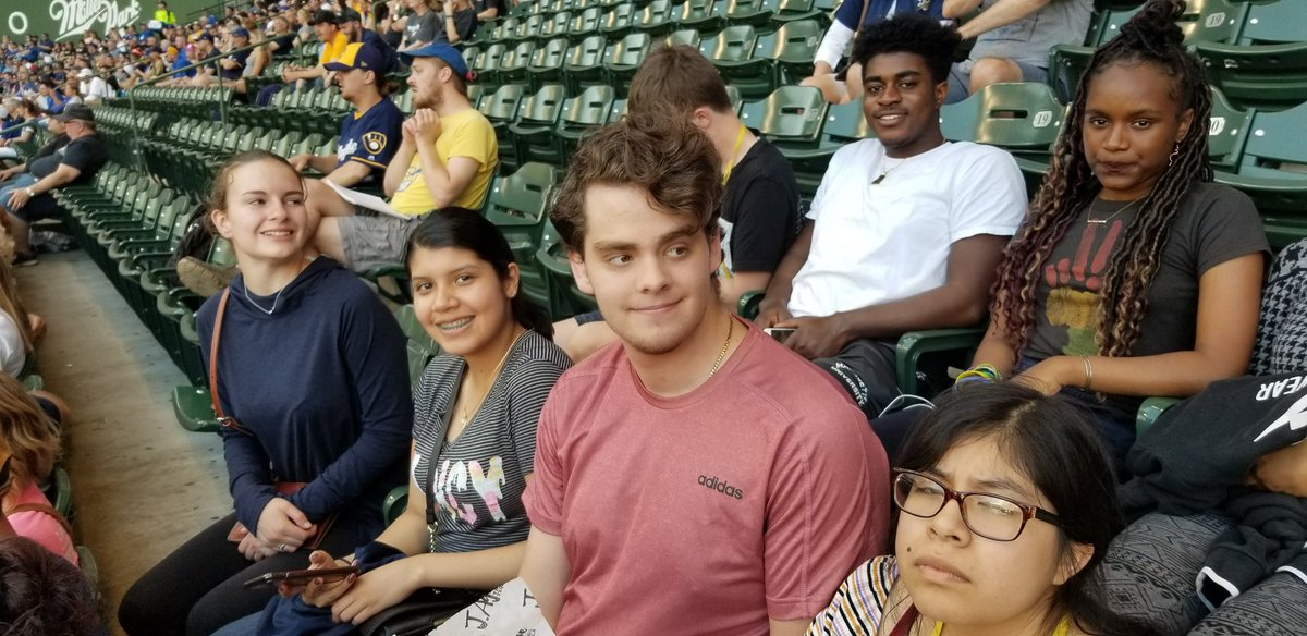 UJW Students at Baseball Game