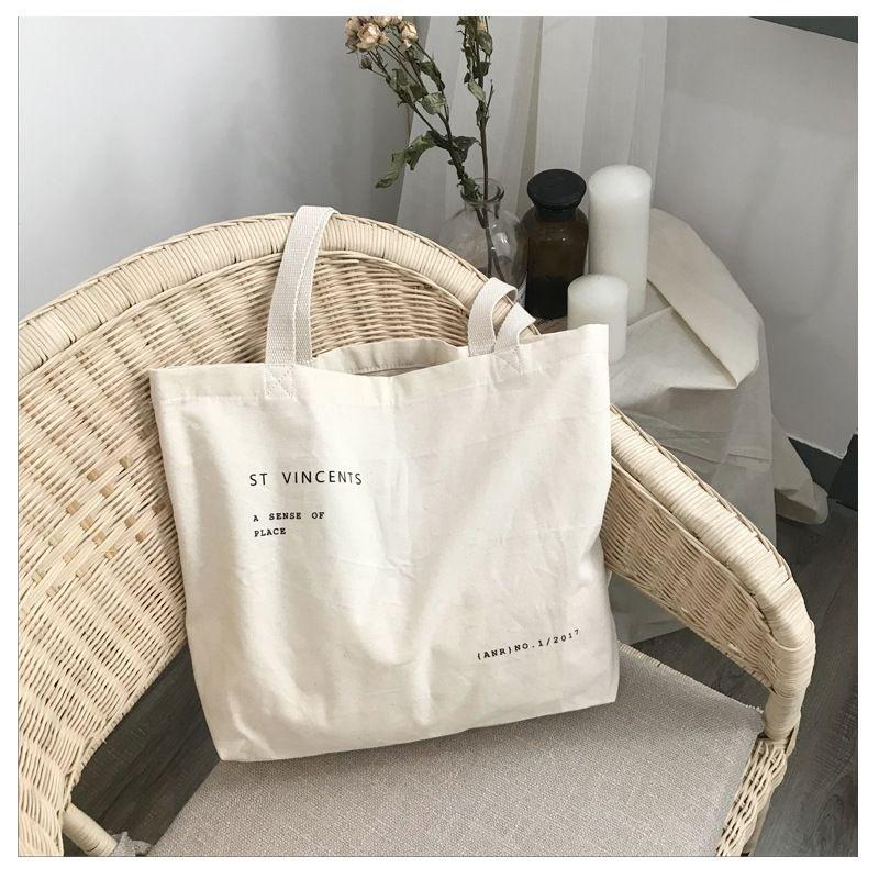 vincents tote bag price : 260 reg 30 / ems 50 ใส่ A4 ได้ เป็นกระเป๋าผ้าทรงมีก้นอีกรุ่นนึงนะคะ สะพายถ่ายรูปน่ารักมากๆ แนะนำเลย🌷✨ #กระเป๋าสะพาย #กระเป๋าพร้อมส่ง    #กระเป๋าสไตล์เกาหลี  #กระเป๋าแฟชั่น #กระเป๋าผ้า #totebag #howtoperfect #ของดีบอกต่อ #ตลาดนัดรวมด้อม #กระเป๋า