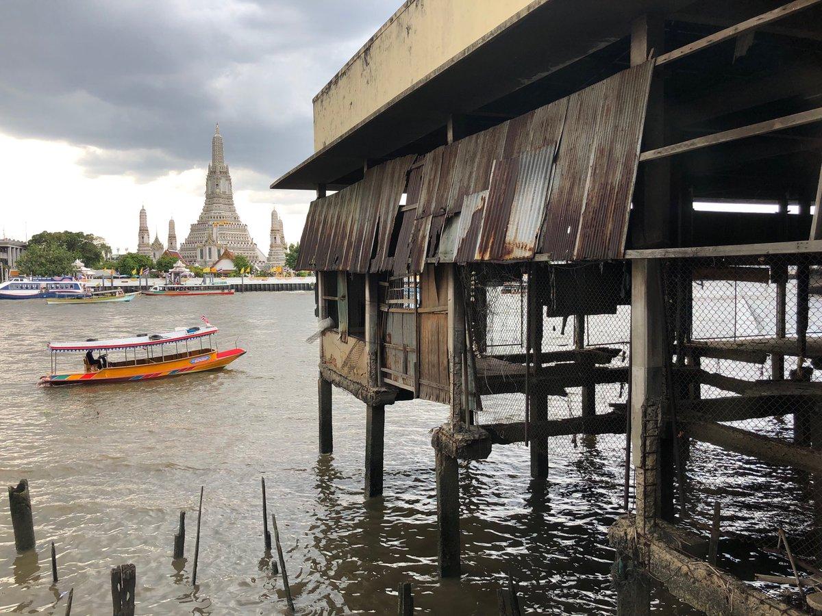 test ツイッターメディア - ワットポー→王宮→ ワット・アルンラーチャワラーラーム(三島由紀夫の『暁の寺』)と定番観光をした後に、川を渡って反対側から小説のモデルを見つつランチ。隣の古いマーケットの廃墟が気になってしょうがなかった。 https://t.co/TFfLr79TZE