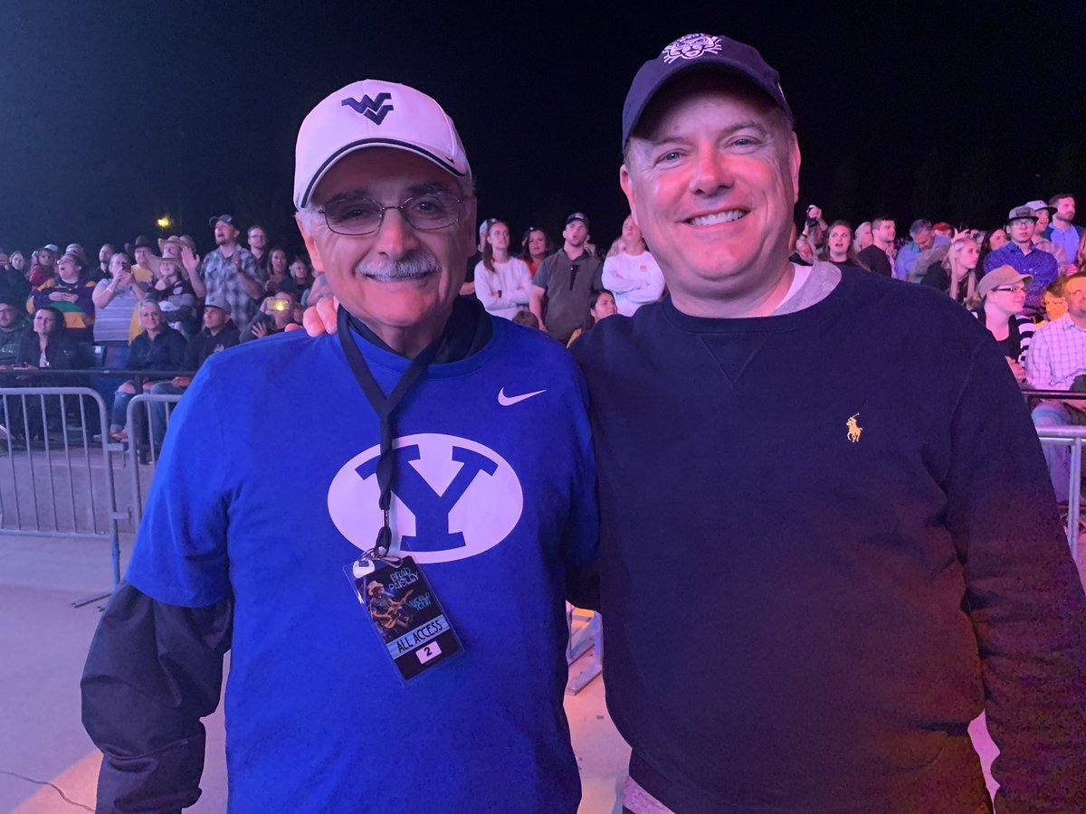 The @BradPaisley show was awesome, as always! Fun to see Doug (Brad's dad) again. This year we gave him a new shirt to wear with his West Virginia hat when he drives the tour bus! The Paisley's are good people! #GoCougs #Mountaineers<br>http://pic.twitter.com/mEZ8Nt9mOV