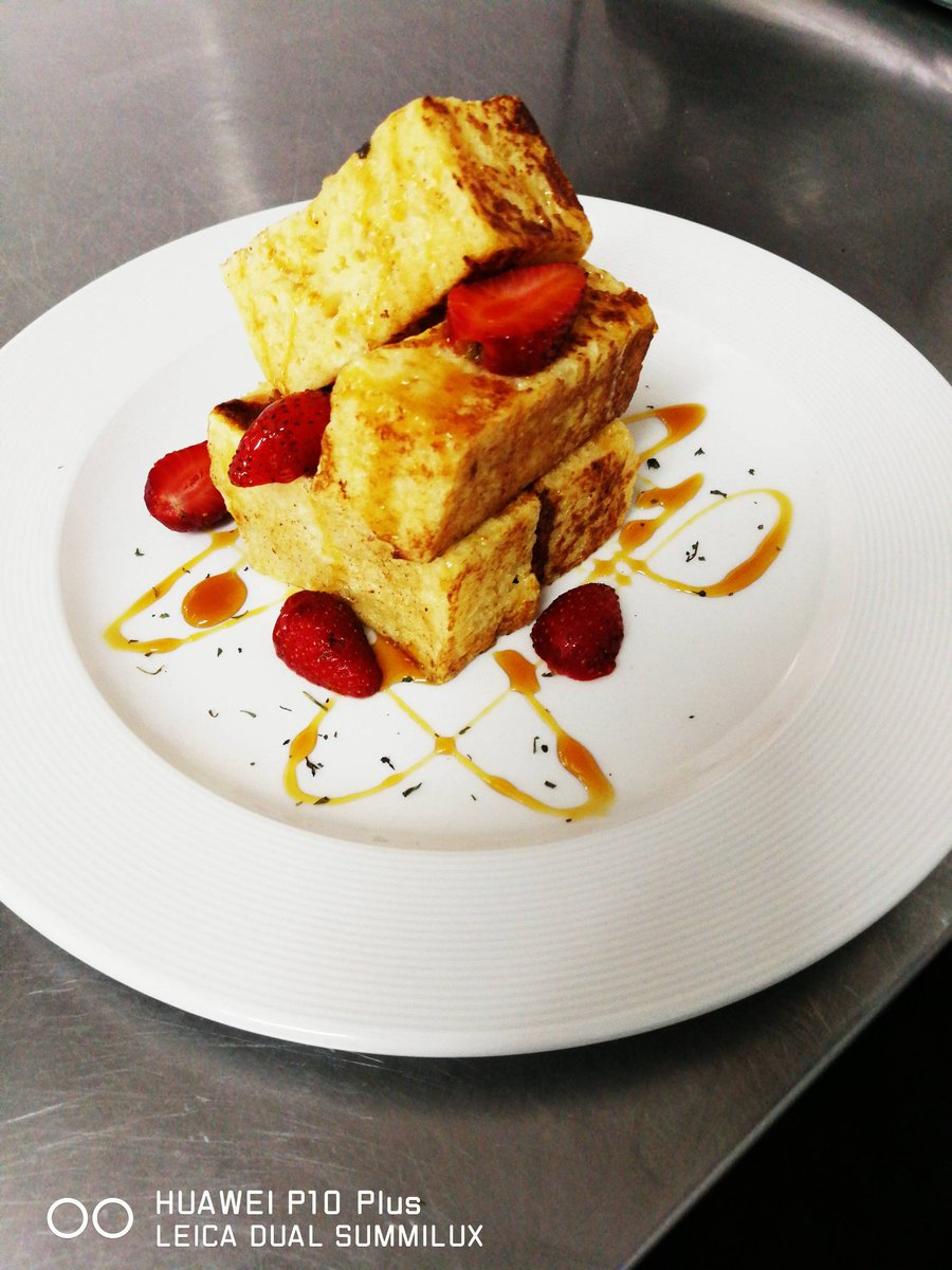 Its a Friday breakfast some brioche french toast with strawberry  drizzled with mapple syrup <br>http://pic.twitter.com/eLZvOkeC4z