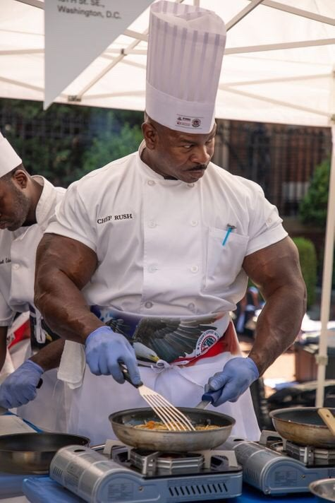 ホワイトハウスの料理人がマジで強そうなんだが・・米軍の1等軍曹だったみたい。ケーキのデコレーションが得意らしい(*´ω`*)