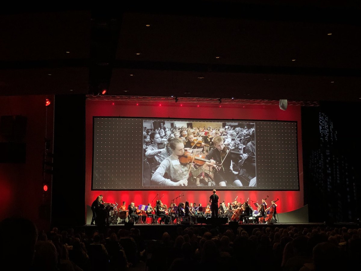 Kicking off #TEDxGla2019 in style is the amazing #BigNoiseRaploch from @sistemascotland - the audience is blown away! <br>http://pic.twitter.com/NNMpvloF1N