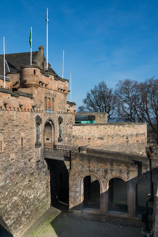 After all the ☔ yesterday, it is great to see the ☀️ shining again! #FridayFeeling #EdinburghCastle