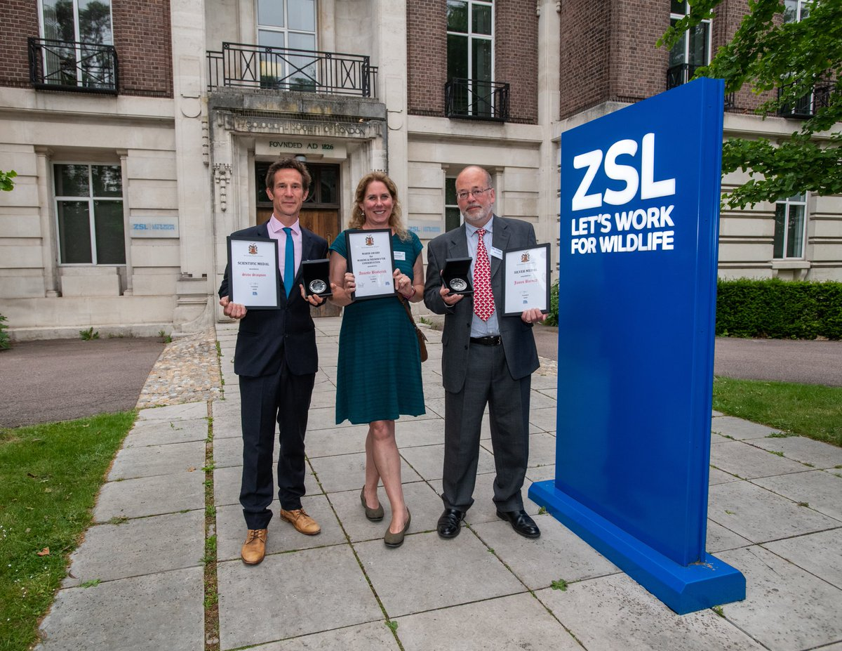 Delighted to announce that @DrSteveSimpson and Prof @annettebrod and James Barnett of @UniofExeterESI and @BDMLR all won awards at this year's @OfficialZSL Scientific Awards. #ProudofExeterMarine