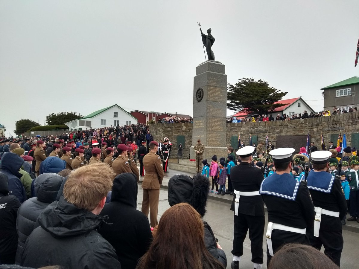 Falkland Islanders have gathered together in large numbers to commemorate #LiberationDay #LestWeForget <br>http://pic.twitter.com/lSBOQydOTG