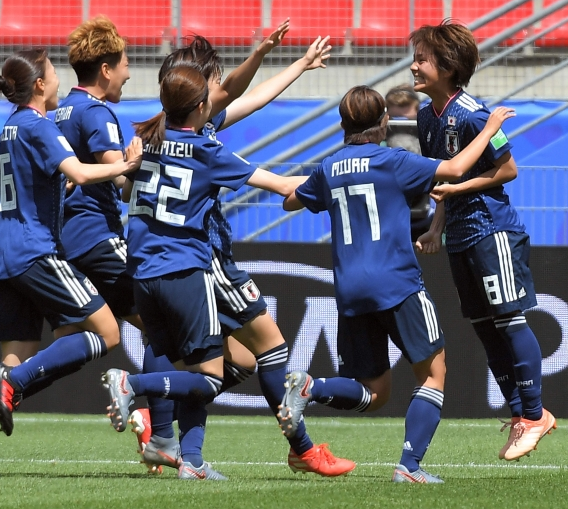 FT: Japan 2-1 Scotland #SCO left it too late to find a way back as goals from Yuika Sugasawa and Mana Iwabuchi took Japan to the top of Group D. ➡ bbc.in/2XrEBCj #JPN #FIFAWWC