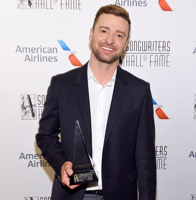 "Congratulations to @jtimberlake for being awarded the Contemporary Icon Award at the Songwriter Hall of Fame. Justin has achieved ""icon"" status in pop culture, having some of the biggest albums in the last decade. Respected and loved by those around him, no one is more deserving! <br>http://pic.twitter.com/Ikeh9We6nH"