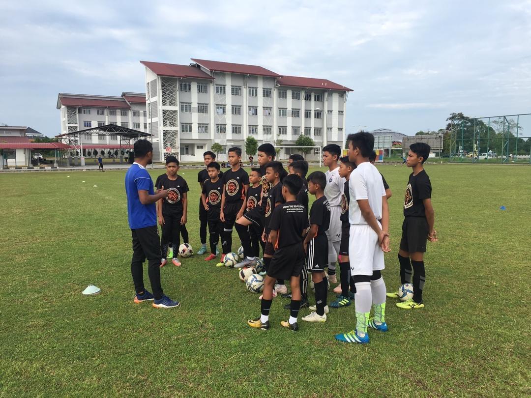 Nfdp Official On Twitter Sekitar Sesi Latihan Ringan Pasukan Ssmp Amd U15 A Ssmp Amd U13 A Di Padang Sekolah Sukan Malaysia Terengganu Gong Badak Https T Co 9fyi5osu56