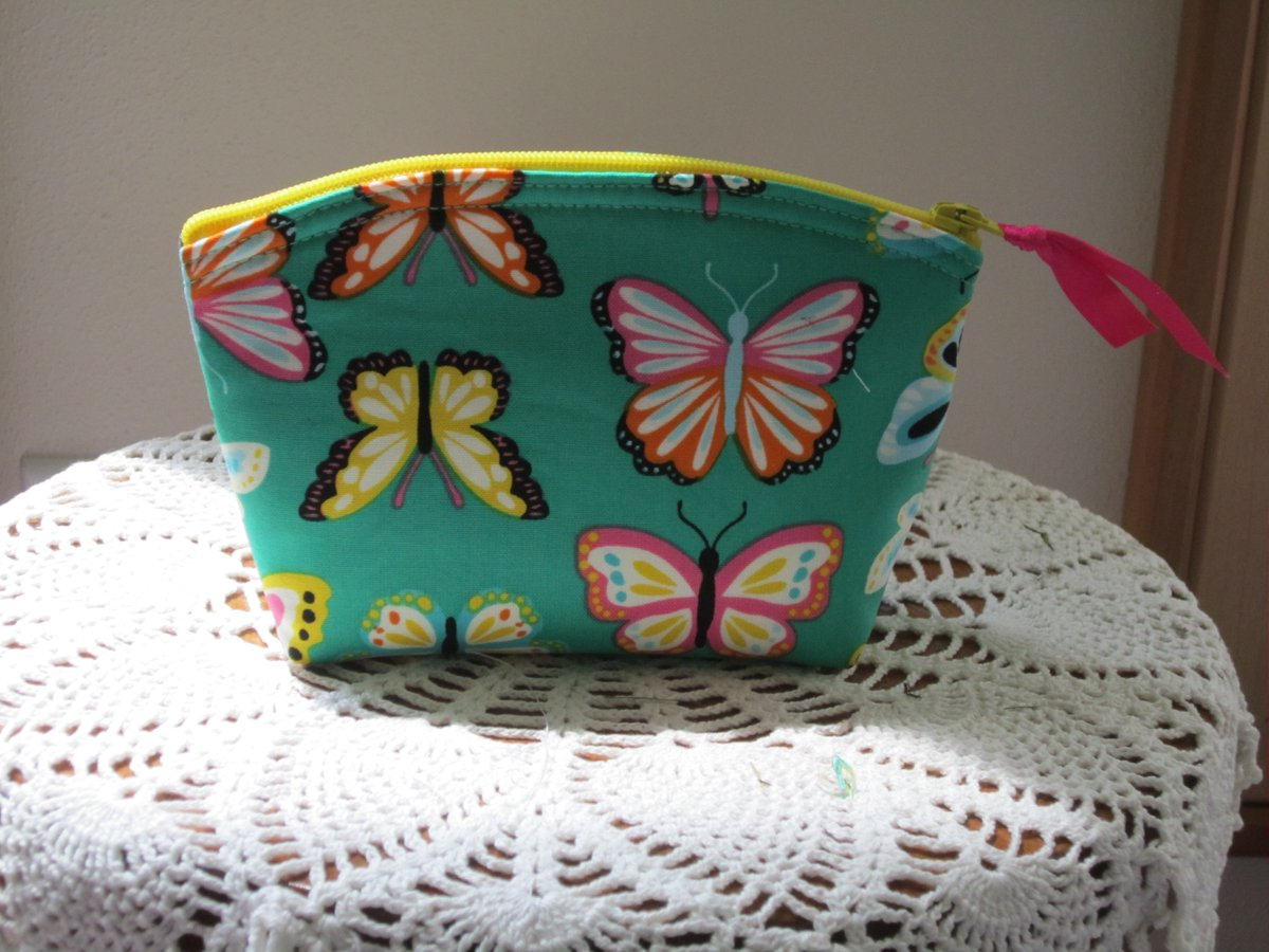 When was the last time you updated your accessories?  https://www. ebay.com/itm/1330849790 23   …  #Butterflies #handmade #handbag #clutch #antiquebasketlady #ebayseller #madeinUSA <br>http://pic.twitter.com/tqVnHCrWIW
