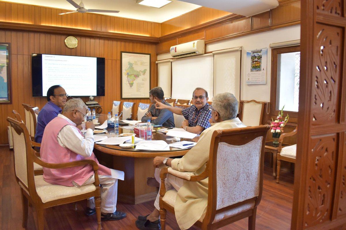 Shri Rajiv Ranjan Mishra, Director General, National Mission for Clean Ganga presented the draft of Ganga Bill, today at Sharam Shakti Bhawan office, New Delhi. Shri Rattan Lal Kataria, MOS , Jal Shakti also participated.