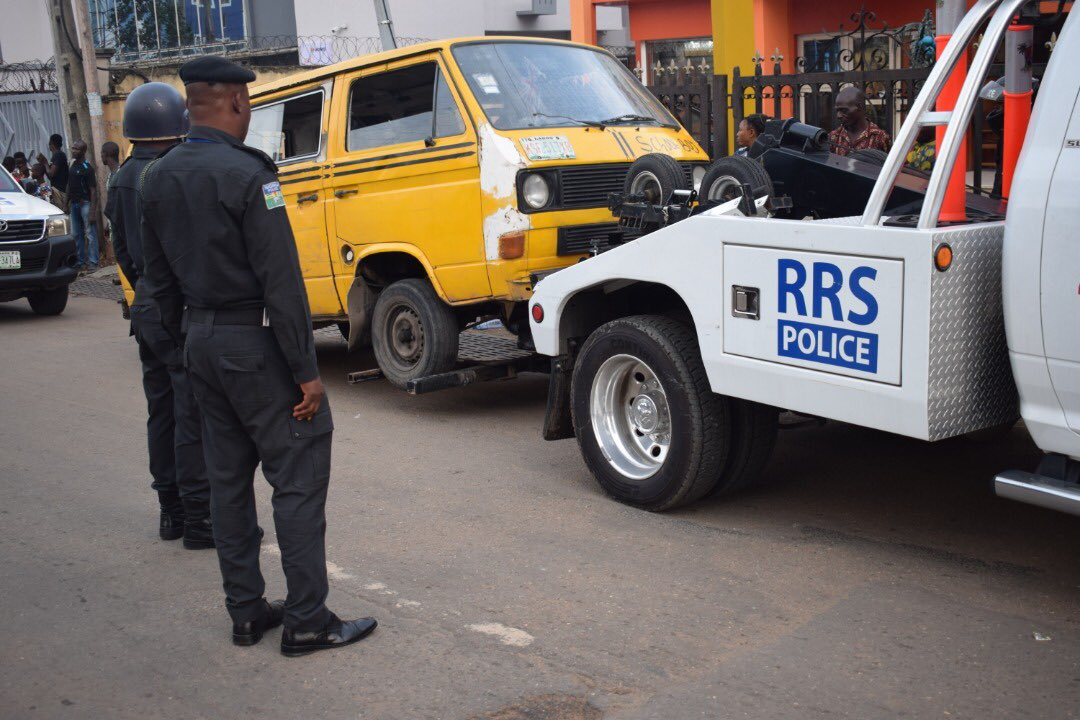 Danfo Driver Driving Against Traffic Resist Arrest As He Stripped Naked And Escaped