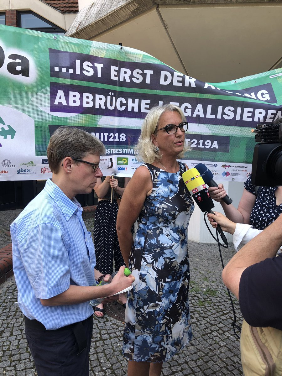 Two gynecologists from Berlin were charged and fined 4,000€ today for having ONE SENTENCE about abortion on their website.  When you think you're in Alabama, but you're actually in Germany ...  #219a  #wegmit219a #prochoice  @ProChoice_DE @haenel_kh<br>http://pic.twitter.com/RUx1l4Wmth