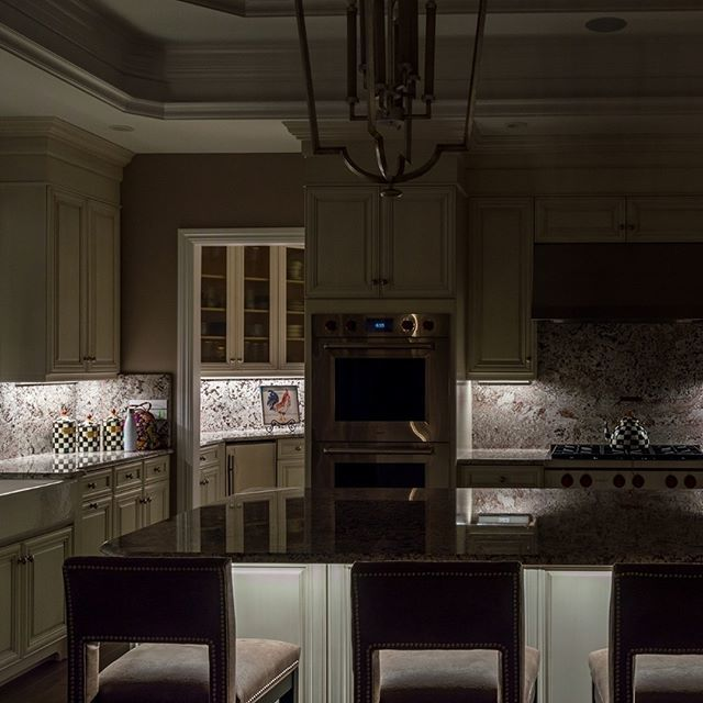 Under cabinet lighting can completely transform a kitchen design! In this residential kitchen remodel, we positioned under cabinet lights to provide even illumination of the countertops and backsplash. A dimmer control is used for ambiance and to set as …  https://www. instagram.com/p/BysSHZRBZy2/     <br>http://pic.twitter.com/OanTvCjQlz