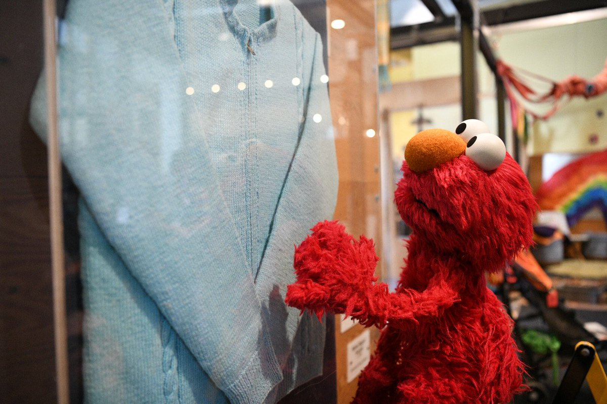 Today Elmo got to see the sweater of one of Elmo's favorite people. Elmo loves you Mr. Rogers  <br>http://pic.twitter.com/XLo3yHuTWl