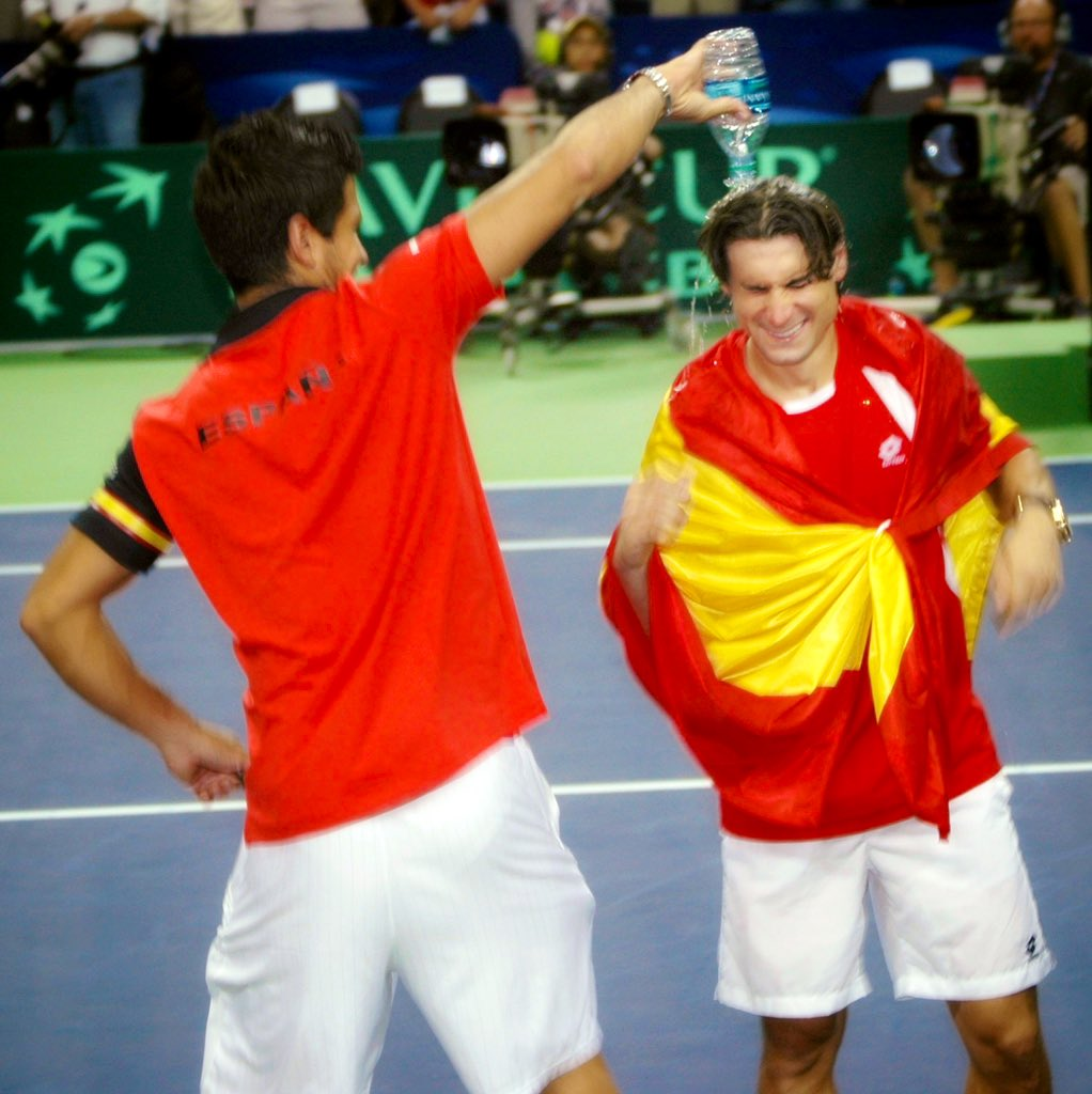 Celebrating the gigantic win, @FerVerdasco pours water over @DavidFerrer87 head — on my deathbed, I'll be remembering this moment and the incredible #tennis fans I met July 7-10, 2011 in Texas #DavisCup 🇪🇸