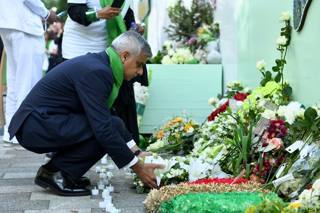 Today we stand together to honour the memory of the 72 lives so tragically lost in the #Grenfell Tower fire. This community has been forever changed by that horrendous night, and the process of healing is still ongoing. #GrenfellUnited<br>http://pic.twitter.com/e3VqVOedvw