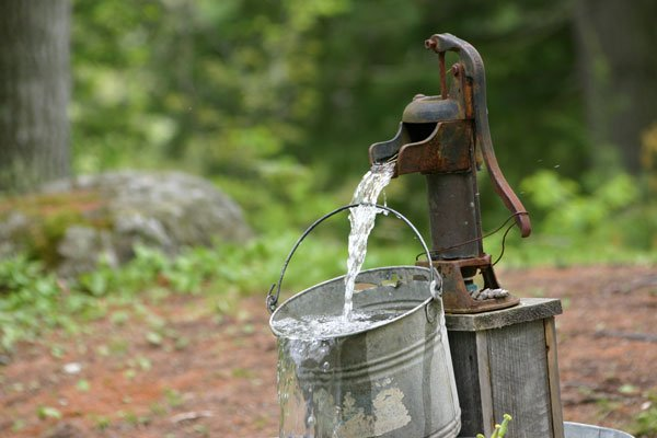 Use these 5 simple tips to help save water in the summer! #savingtips #savewater #savemoney #zippyshell https://www.zippyshell.com/blog/index.php/2019/06/14/5-ways-save-water-summer/…