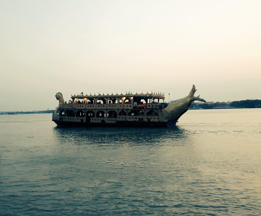 "RT @bappadittya99: #""ময়ূরপঙ্খী-নাও""(Mayurpankhi Boat) #Evening sky 📷 Myself. https://t.co/9mKCTGtSKe"