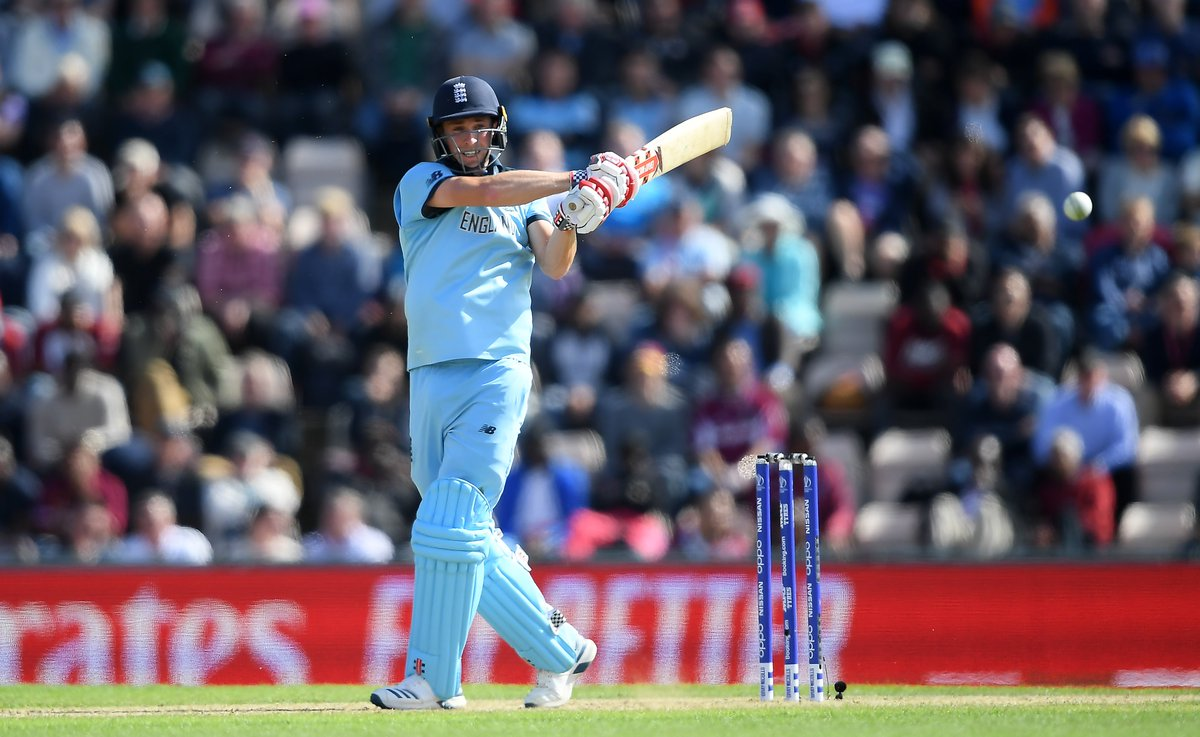 WICKET!  Chris Woakes' (40) impressive debut at number three comes to an end  England 199-2  https://t.co/mjH62OxhVm #CWC19 https://t.co/O0CXdlijsd