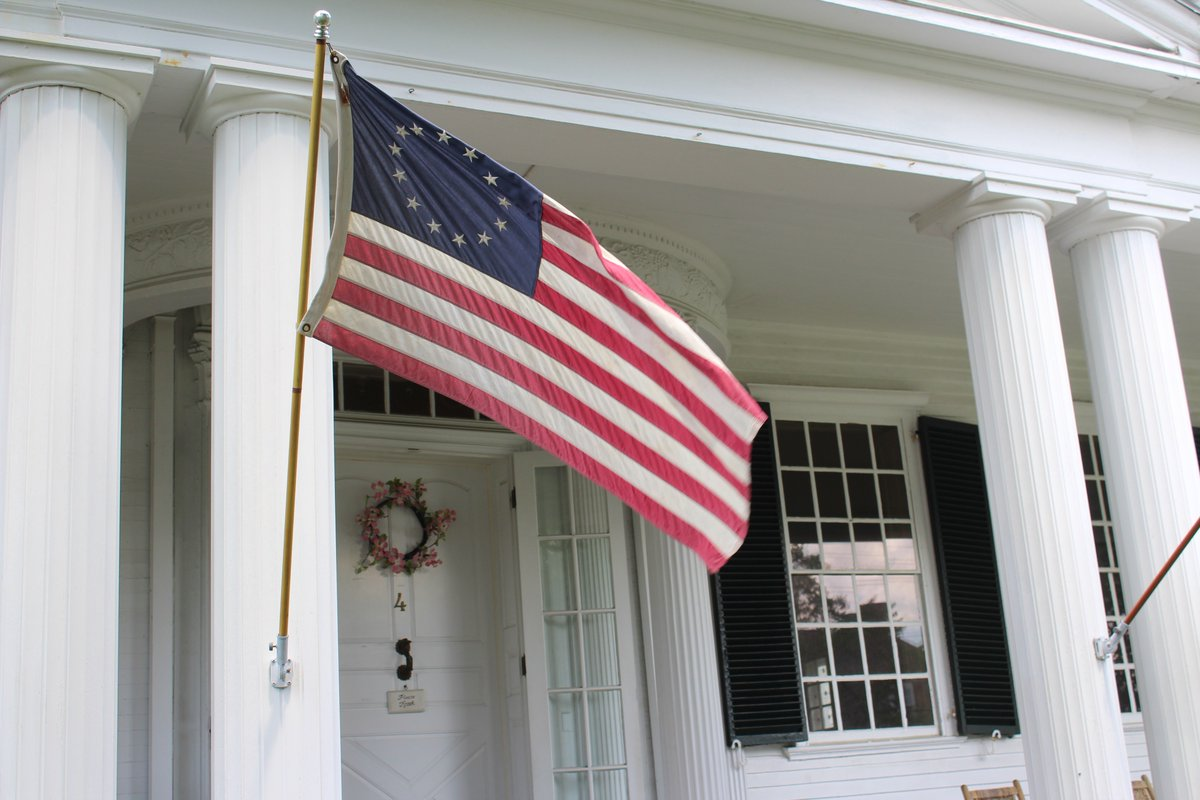 Happy Flag Day from the #MayflowerSociety! #FlagDay #GSMD #ColonialFlag pic.twitter.com/VevcoiDYCa