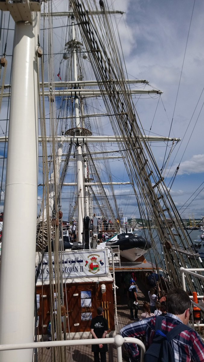 Took the day off to go see Rouen 's Armada, so many awesome boats gathered here ! Old ones , recent ones and even military ones ! Manage to go onboard of few, it's so cool ! <br>http://pic.twitter.com/O3WxZwaIOC