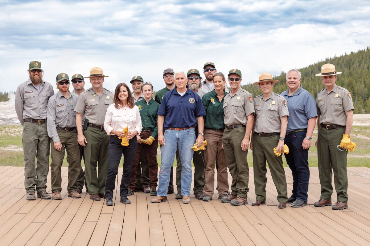 Group photo with the Vice President, Second Lady, Secretary of the Interior, and park staff.