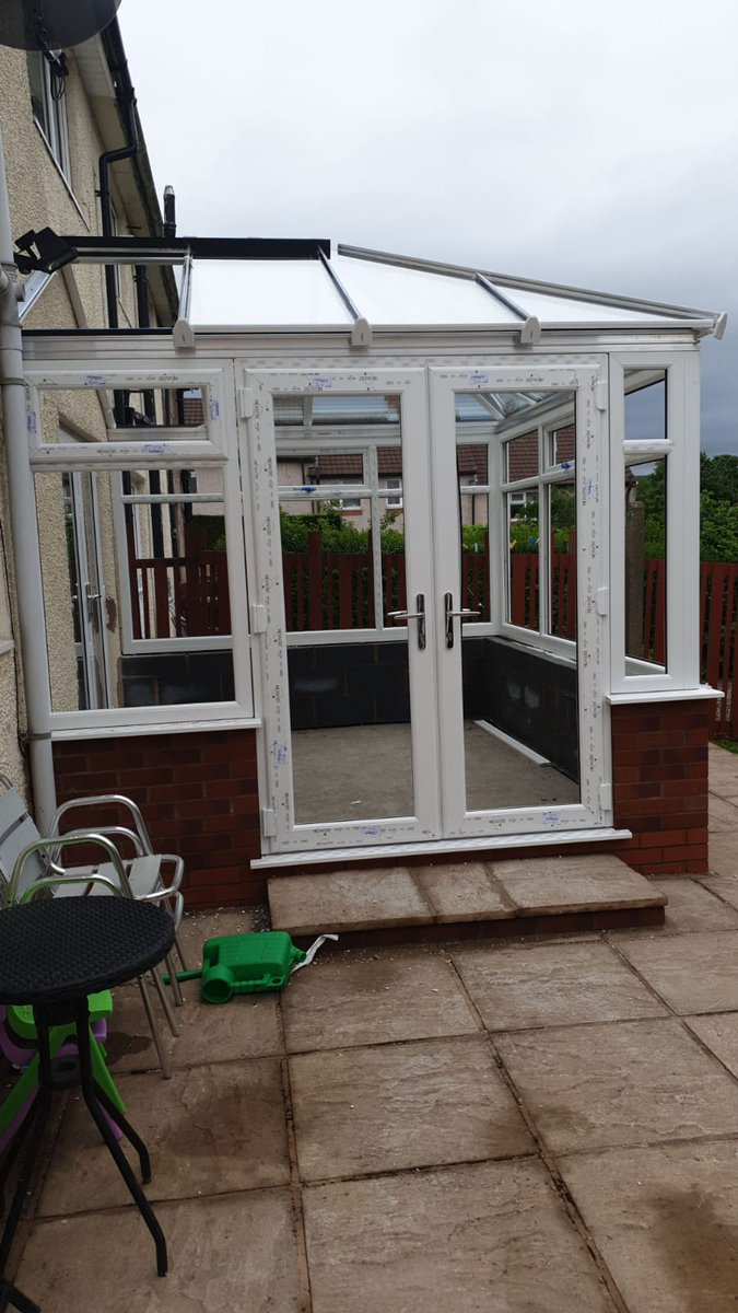 Conservatory coming along nicely<br>http://pic.twitter.com/X45JyXY69c