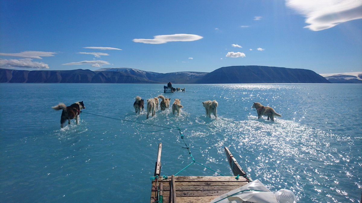 Arctic melt goes into overdrive across land and sea, including Greenland. axios.com/arctic-melt-cl… 📷 Steffen Olsen