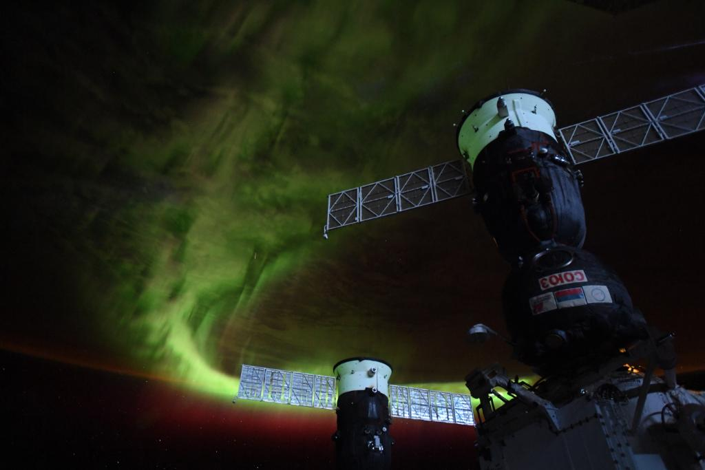On board the @Space_Station, @NASA astronaut @Astro_Christina snapped this shot of an aurora from above >> https://t.co/Qzsk5mZeZ1