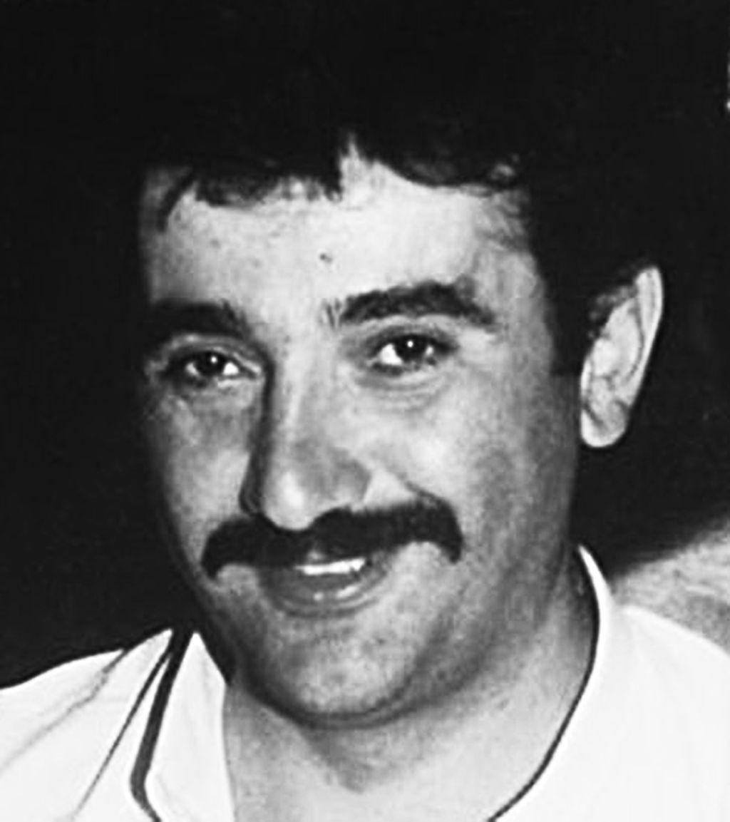 Heute vor 14 Jahren, am 15.6.2005, wurde Theodoros Boulgarides in München vom #NSU ermordet. Er hatte gerade seinen 41. Geburtstag gefeiert & lebte seit über dreißig Jahren in München. Der frisch gebackene Geschäftsmann wurde in seinem Schlüsseldienstladen erschossen.