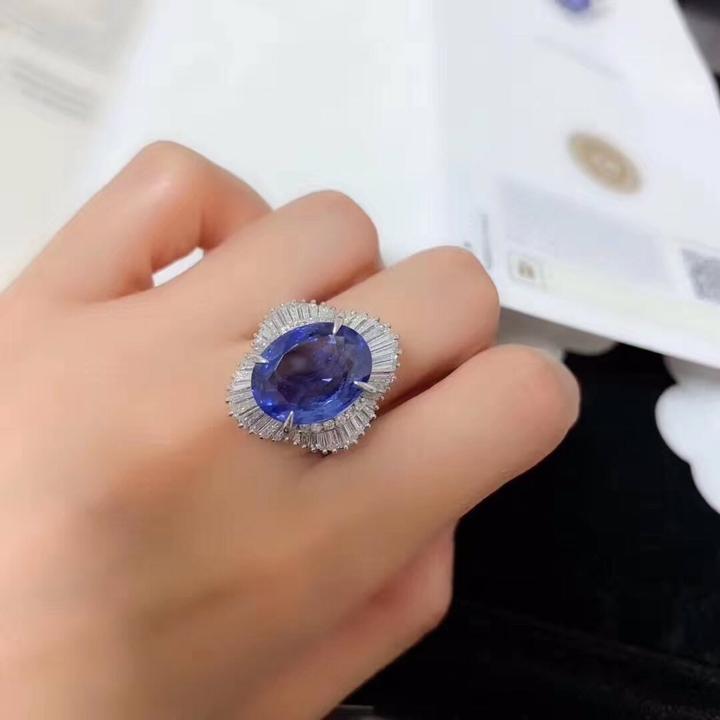 $22,000 ... True Luxury, Ring goals  .#moderngemjewelry #sapphirering #sapphireengagemenntring #luxury #luxuryring #amazingring #ringgoals #lifetimejewelry #blueaapphire #srilankasapphire pic.twitter.com/6PPHH7UABw