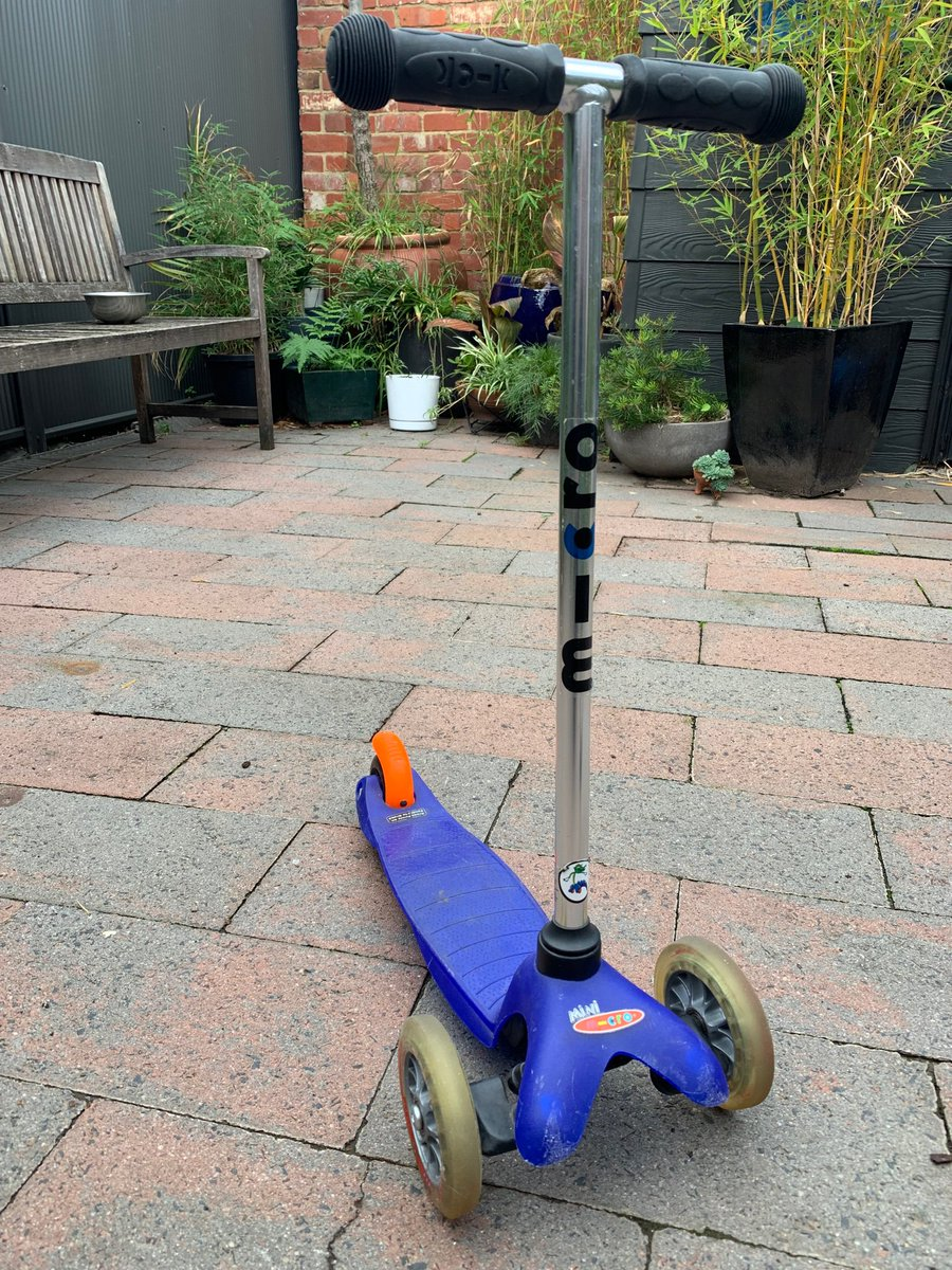 Does anyone I know in Melbourne have or know a toddler that could use this scooter? DM me if you're interested - happy to give it a new home 🏡🧒❤️