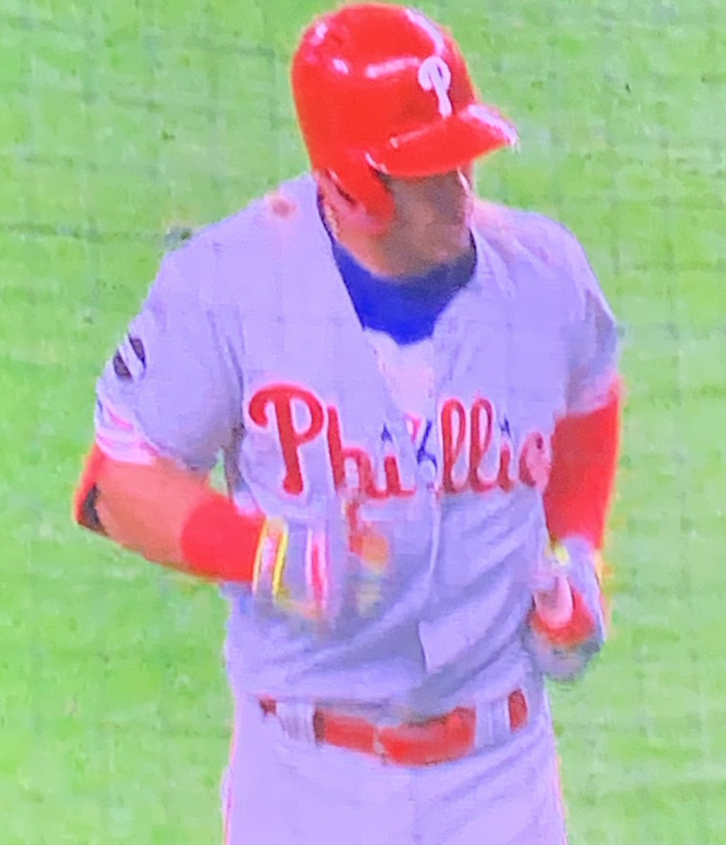Cesar with the #PhilaUnite undershirt 👀 #RingTheBell @UniWatch