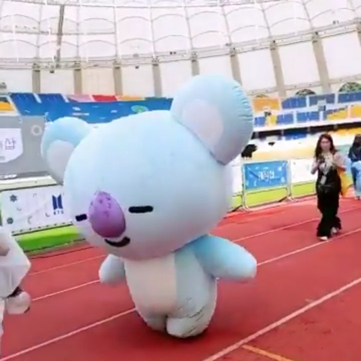 BT21 mascots are having a hard time walking and there's Shooky over there casually waddlung on Cooky's ears   #BTSFESTA2019 <br>http://pic.twitter.com/d0q0prrhoZ
