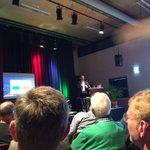 @roelandbol - Lennard Seriese van @Stedin ziet op het energiesymposium van @EVBdrecht en BOBO niet alleen uitdagingen in het verduurzamen van 70% van de huishoudens met C-label of lager, maar ook bij de vergrijzing van het eigen personeelsbestand. Duurzaamheid is booming! #Barendrecht https://t.co/p7oAAG9xGQ