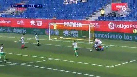 Se llama Ibra, juega en la @CanteraSFC y marca GOLAZOS que nos recuerdan al mismísimo Zlatan. 😎🕺  #LaLigaPromises Santander