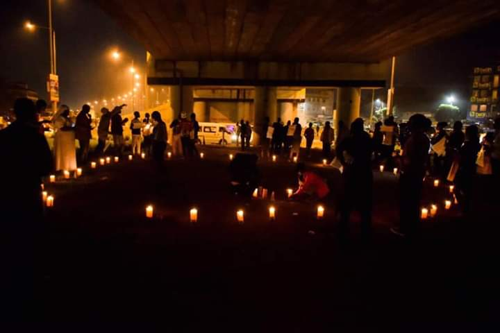 The people of Kondele, Kisumu 🇰🇪 held a night Vigil in solidarity with the people of Sudan. These guys know very well what police brutality means.  #PrayforSudan #SudanMassacres