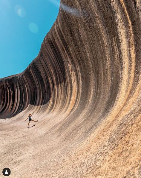 Did you know that one of Australia's biggest waves is also the furthest from any ocean! This amazing rock formation, #WaveRock in #Western Australia, is about 15m high and around 110m long, formed by wind and rainwater over millions of years 📷 The Freedom Traveler