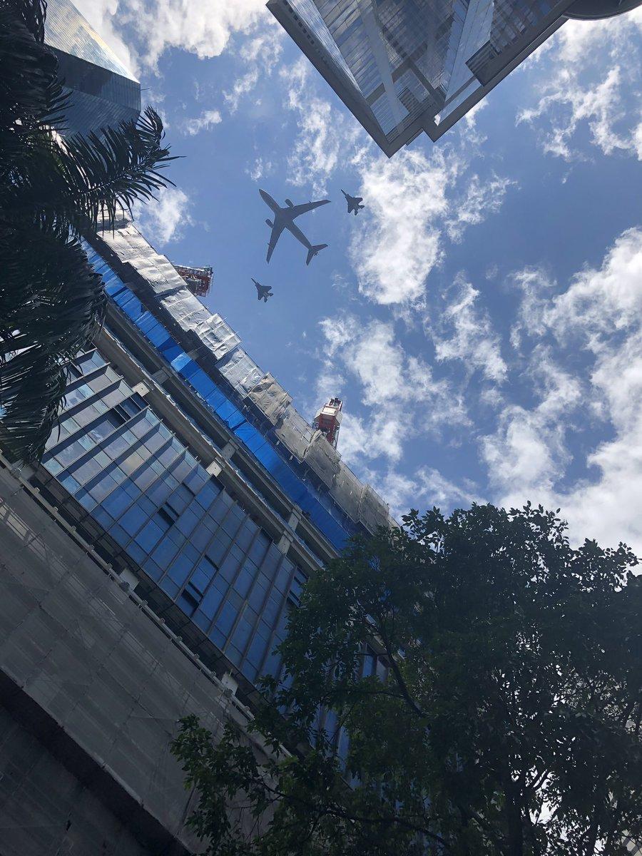 Alleen in Singapore. Indrukwekkend #singapore #jetfighter #mooieluchten