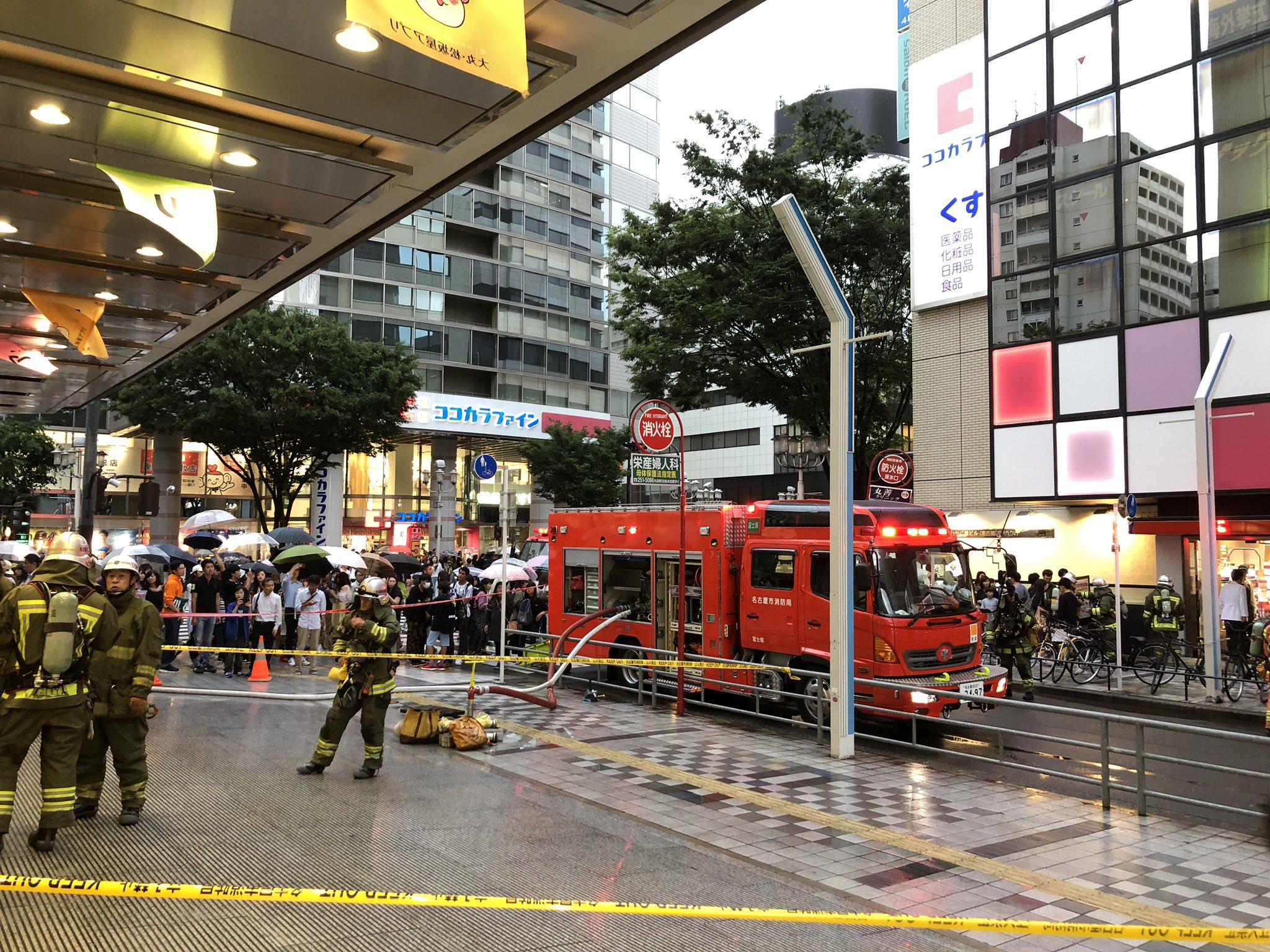 栄の松坂屋名古屋店の地下で火事が起き消防車が集結している画像